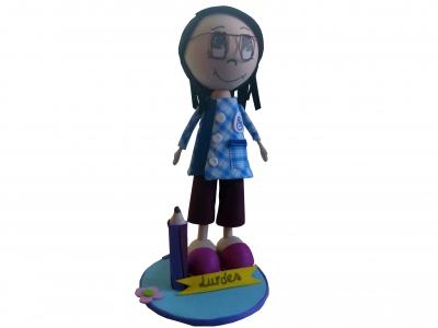 Muñeca de Lourdes asistente de educación