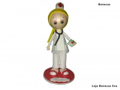 Poupée blonde infirmière