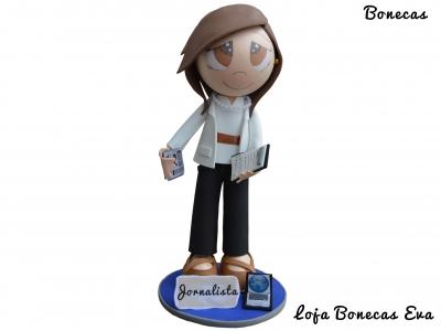 Muñeca Eva periodista